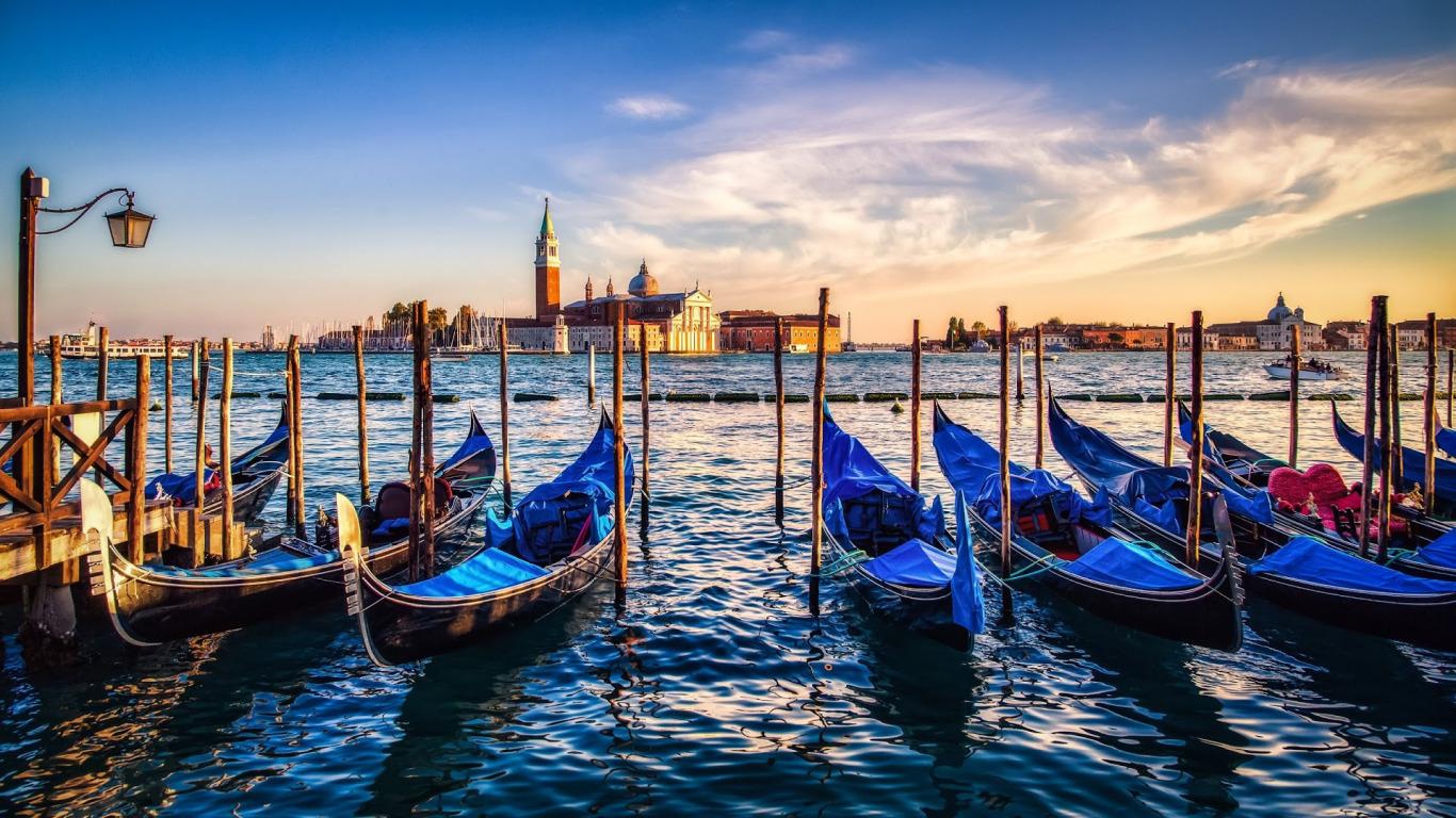 venice-italy-venezia-italia-gondolas-church-bell-tower-archi
